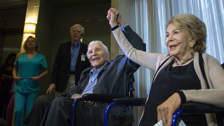Kirk Douglas und seine Frau Anne im Mai 2017 in Los Angeles