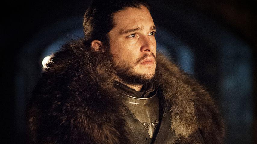 """Schräg! """"Game of Thrones""""-Jon Snow trägt Ikea-Teppich-Kostüm"""