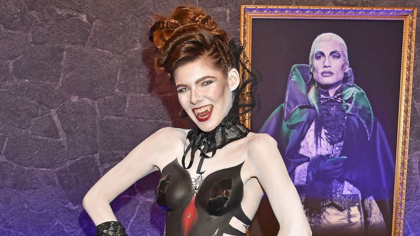 Free the Boobs: GNTM-Klaudia mit Body-Painting auf Premiere