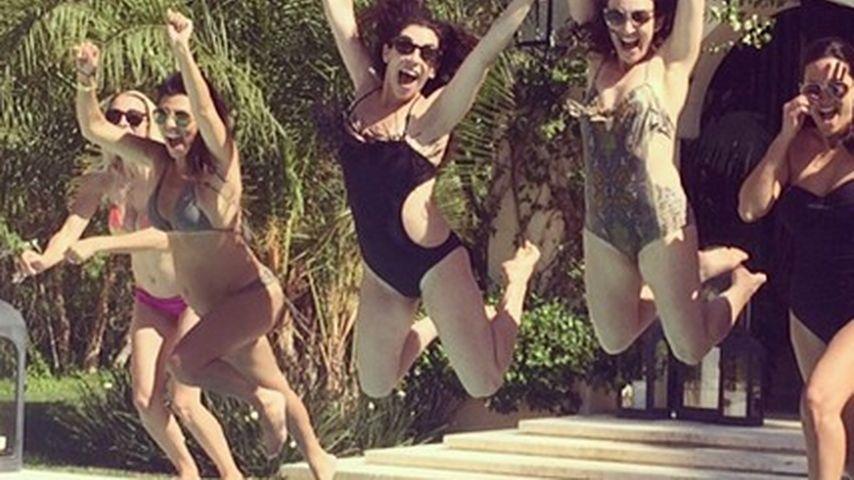Pool-Party: Kourtney Kardashian zeigt Babybauch
