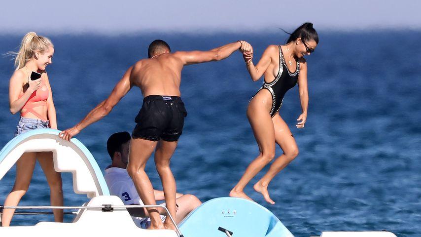Doch keine Trennung? Kourtney Kardashian hebt mit Toyboy ab!
