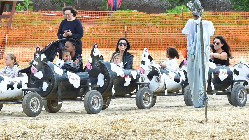 Tante Kourtney passt auf: North West reitet auf Kuh-Kart