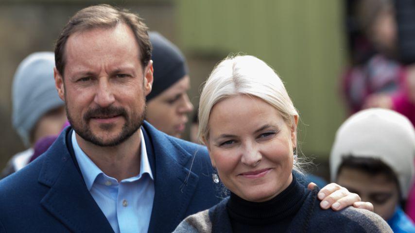 Mette-Marit: Haakon äußert sich zu ihrer Kristallkrankheit
