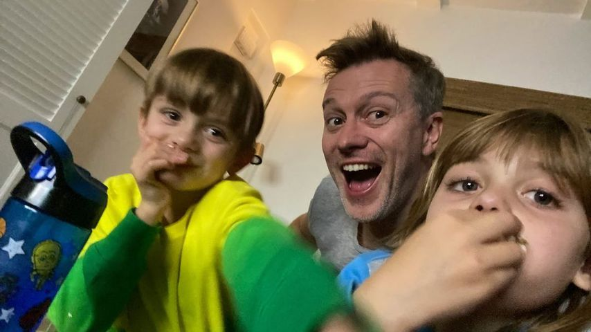 Kyle Newman mit seinen Kindern