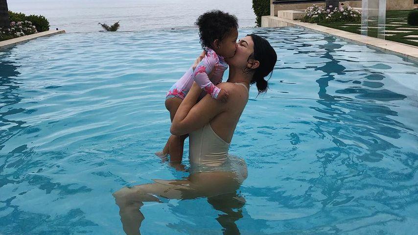 Badespaß: Goldige neue Bilder von Kylie mit Tochter Stormi