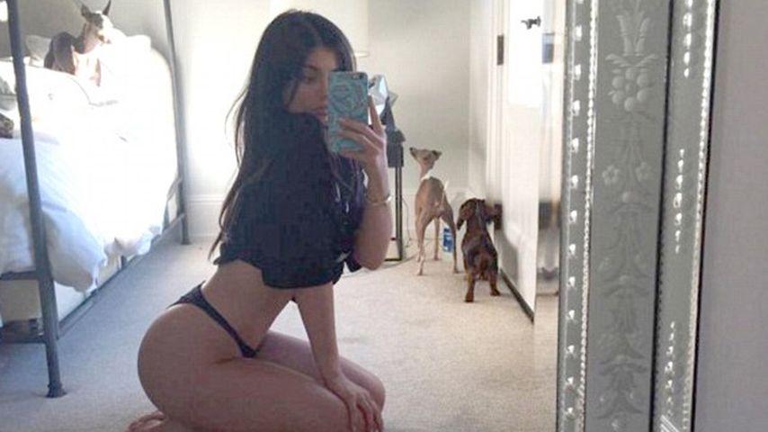 Kurven-Show: Kylie Jenner entblättert sich vorm Spiegel