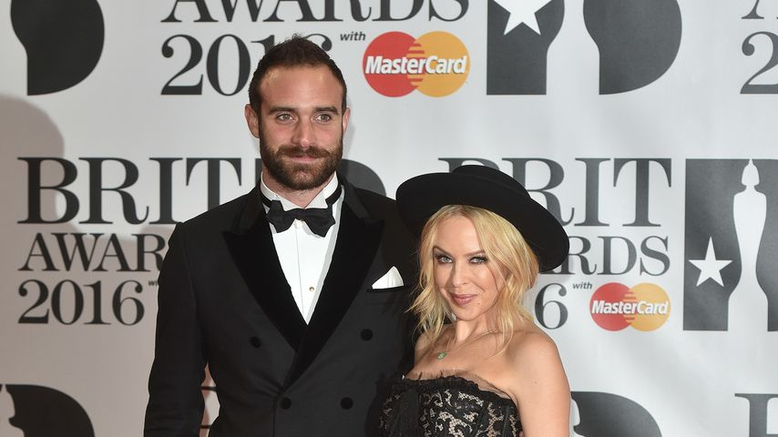Kylie Minogue und Joshua Sasse bei den BRIT Awards 2016