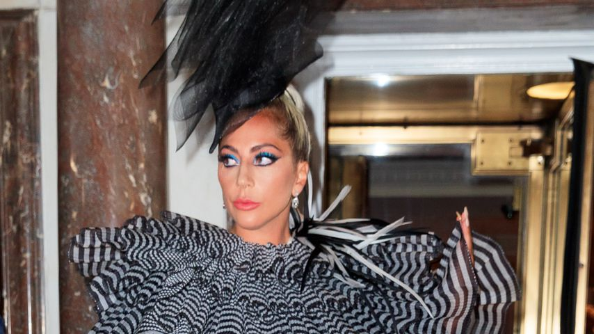 Vor Met Gala: Lady Gaga im Feder-Fummel mit Mini-Tasche!