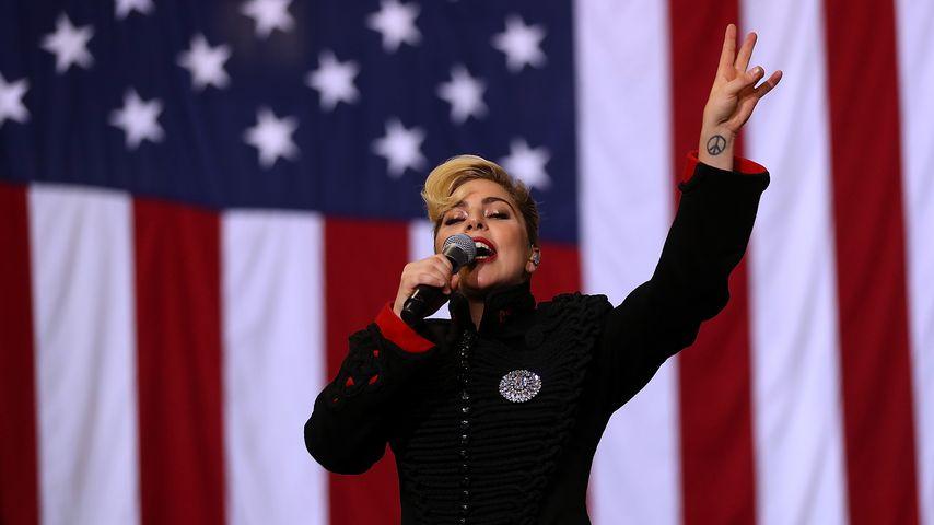 Lady Gaga während einer Kampagnenveranstaltung für Hillary Clinton 2016 in North Carolina
