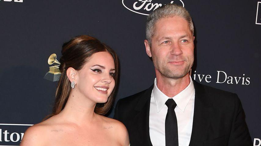 Lana Del Rey und Sean feiern verliebt ihr Red-Carpet-Debüt