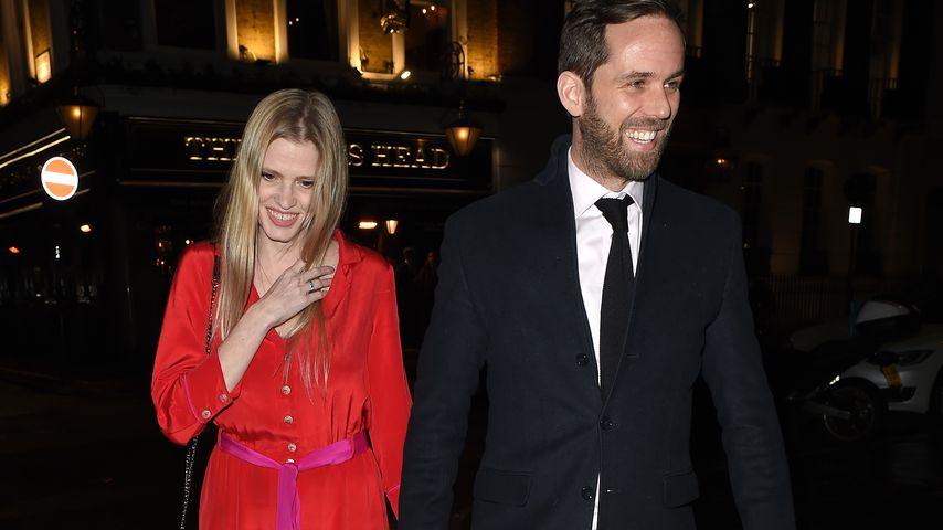 Lara Stone und ihr Verlobter David Grievson