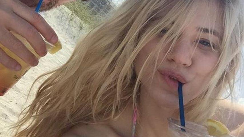 Lässig! Larissa Marolt & Whitney entspannen am Strand