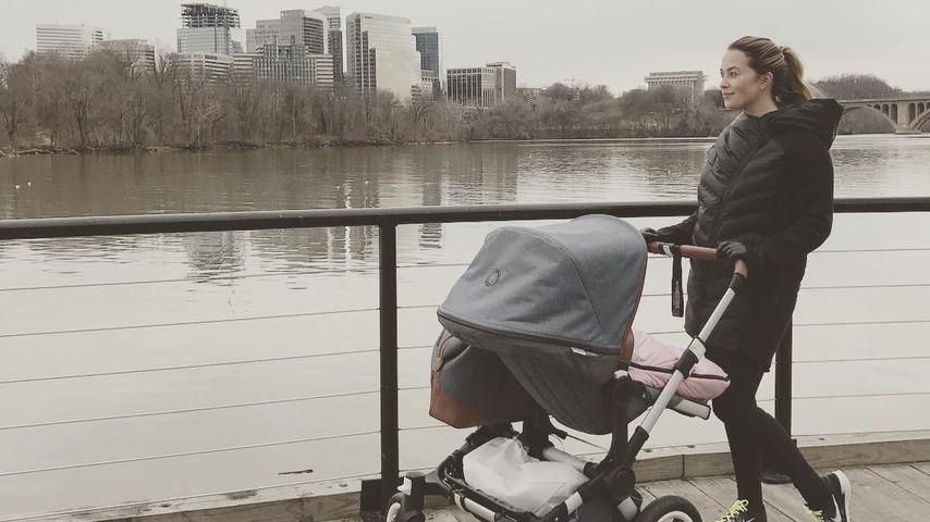 Sportliche Mama in den USA: Laura Osswald mit Baby unterwegs