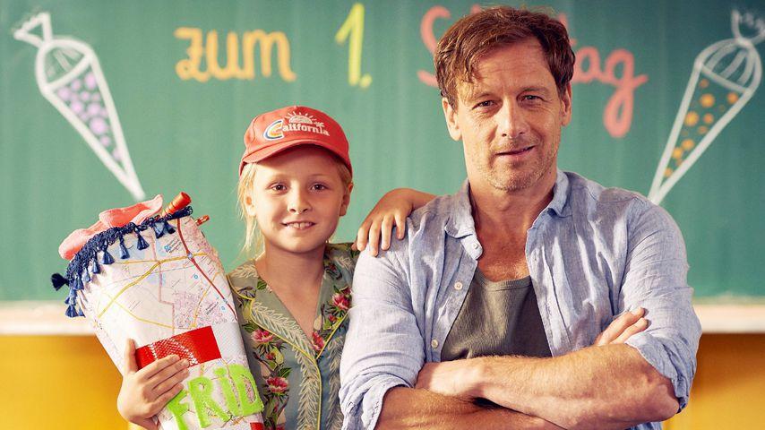 """Leni Säugling als Frida und Hendrik Duryn als Stefan in """"Der Lehrer"""""""