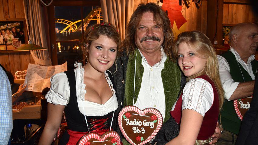 Leslie Mandoki mit seinen Töchtern Lara und Julia auf dem Oktoberfest 2015