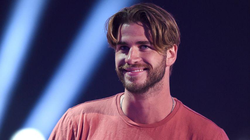 Witzig: Liam Hemsworth wird für seine 90er-Frisur verspottet