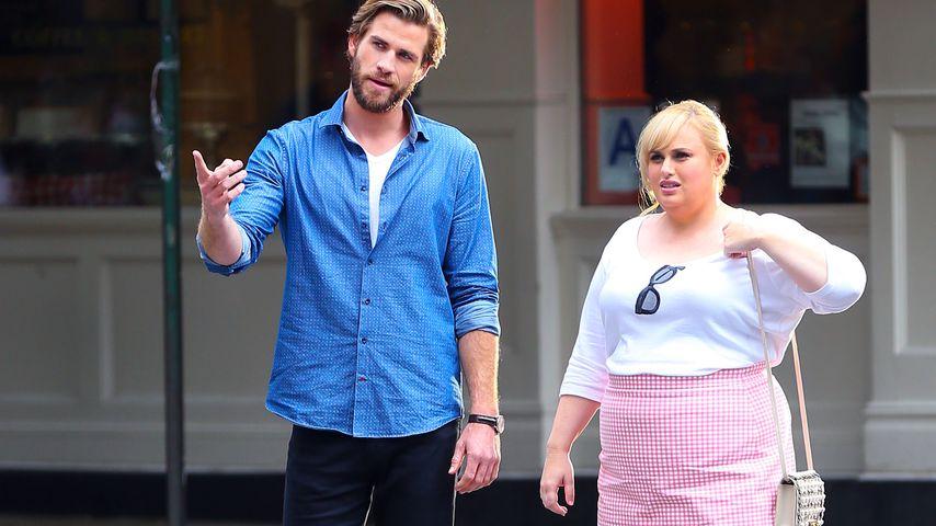 """Liam Hemsworth und Rebel Wilson am Set ihres Films """"Isn't it Romantic"""""""
