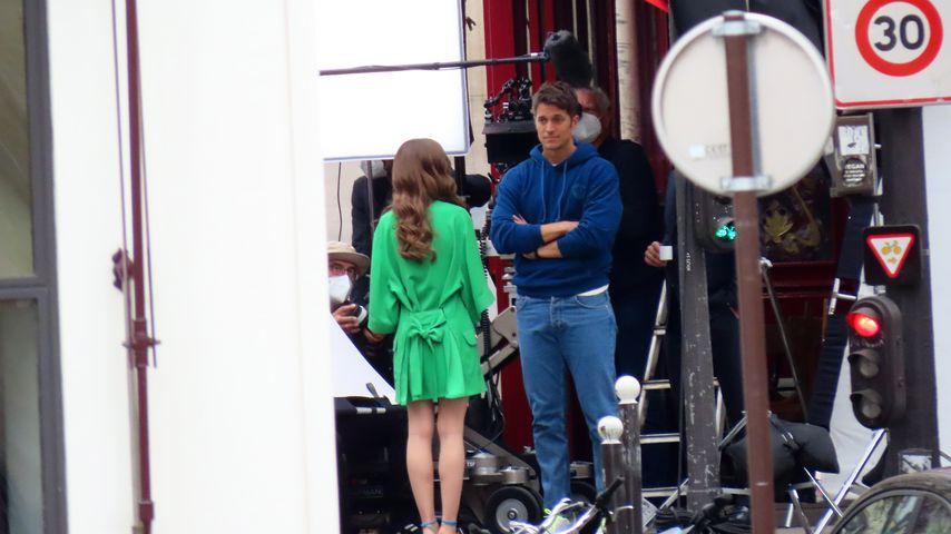 """Lily Collins und Lucas Bravo am Set von """"Emily in Paris"""""""