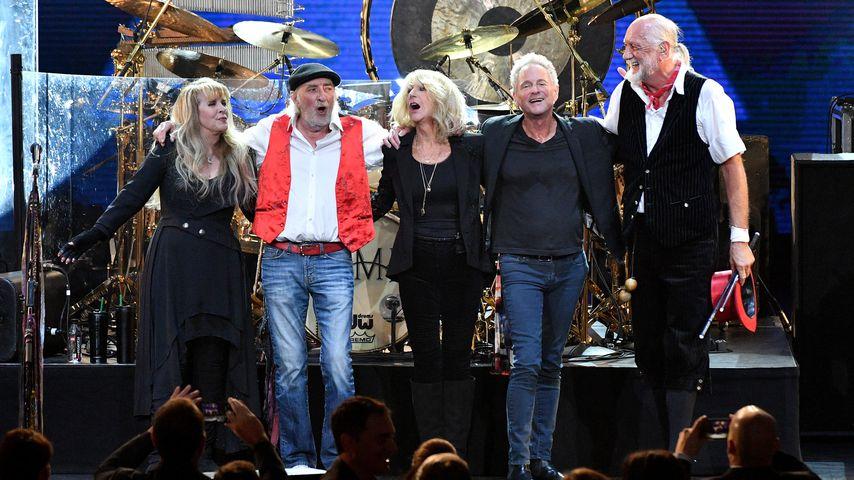 Lindsey Buckingham (2. v.r.) mit seinen ehemalige Band-Kollege von Fleetwood Mac