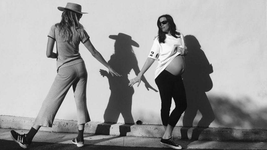 Schöne Schattenspiele: Liv Tyler setzt Babybauch in Szene
