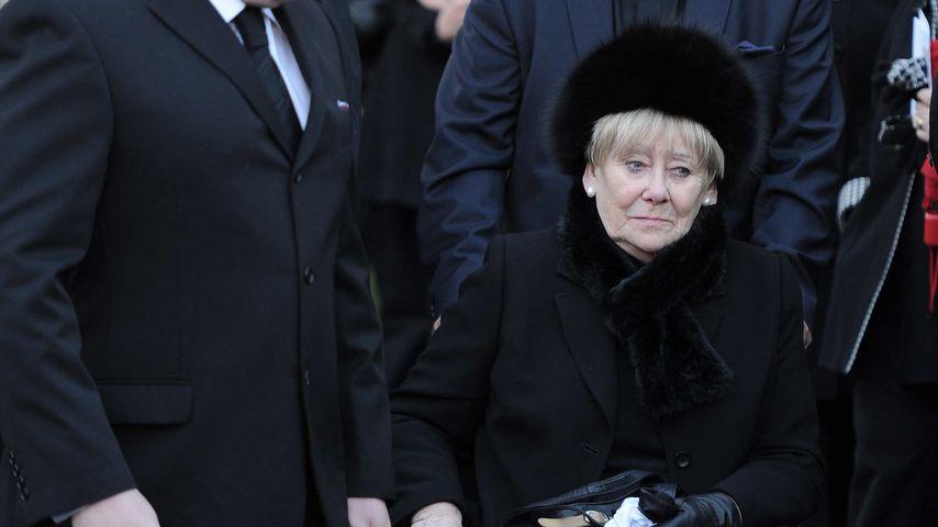 Liz Dawn bei der Beerdigung des Schauspielers Bill Tarmey 2012 in Lancashire