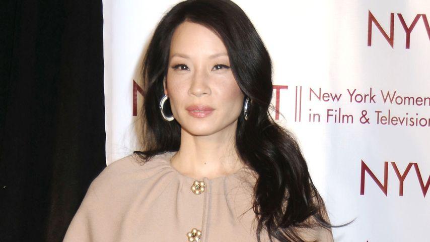 Mantel-Mode: Lucy Liu mag's auch im Winter elegant