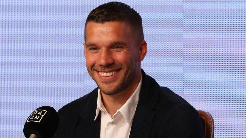 Lukas Podolski bei einer Pressekonferenz in Kobe 2017