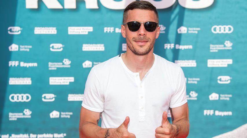 """Lukas Podolski bei der Weltpremiere des Dokumentarfilms """"Kroos"""" von Toni Kroos im Jahr 2019"""