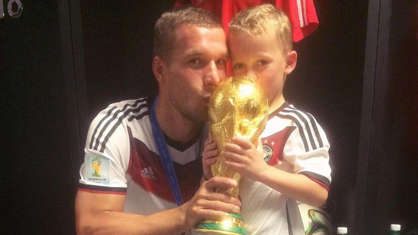 Lukas Podolski und sein Sohn Louis, 2014