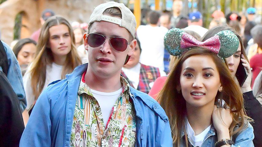 Macaulay Culkin und Brenda Song 2019 im Disneyland