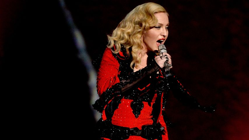 Mega-Panne bei den Brits: Madonna stürzt böse!