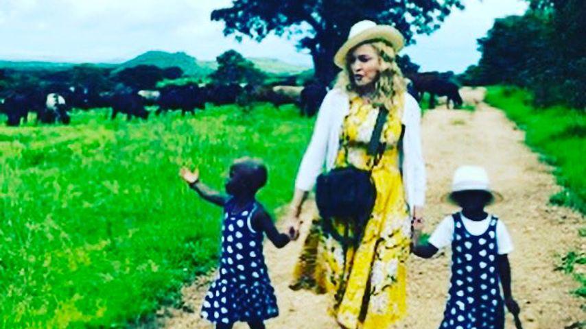 Madonna mit ihren Adoptivtöchtern