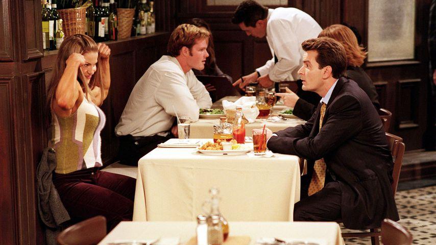 "Mandy Blank und Charlie Sheen in ""Spin City"" (2001)"