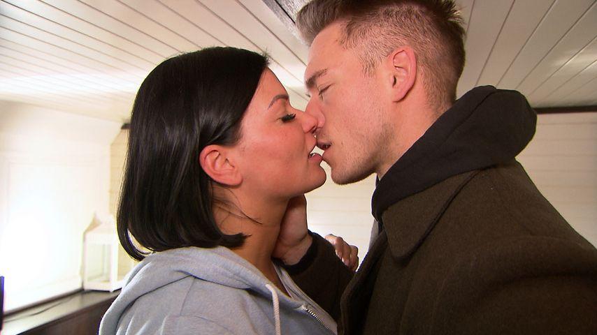 """Mandy (Laura Wölki) und André (Patrick Fabian) küssen sich bei """"Berlin - Tag & Nacht"""""""
