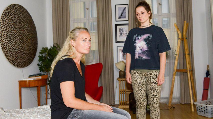 Maren (Eva Mona Rodekirchen) und Tanja (Senta-Sofia Delliponti) bei GZSZ
