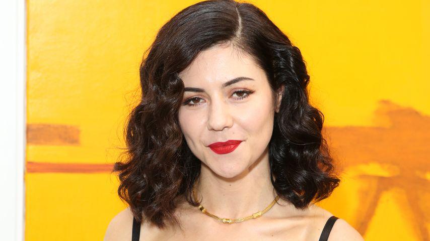 Marina and the Diamonds lüftet ihr Busen-Geheimnis