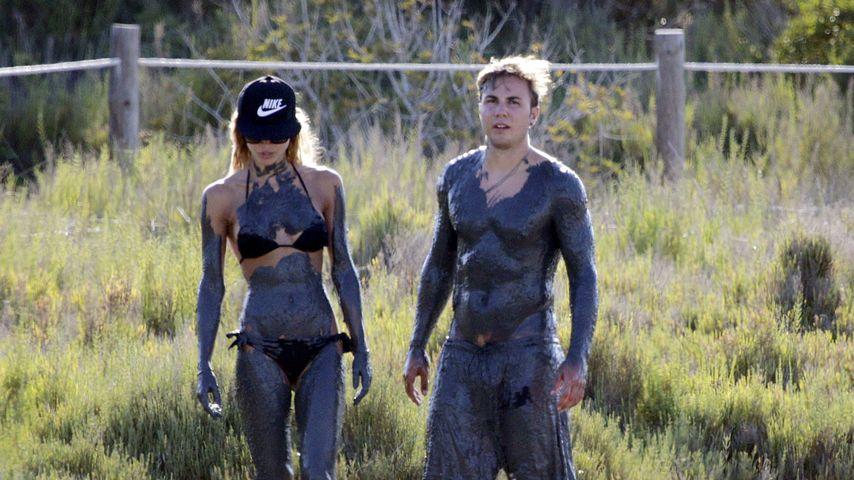 Dirty! Mario Götze & Ann-Kathrin beim Schlammbaden