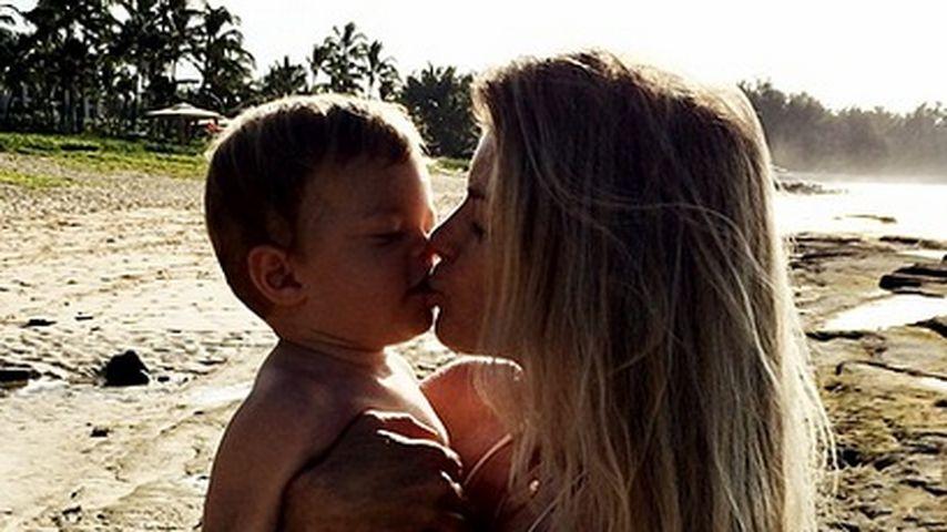 Sonnige Küsse: Marisa Miller schmust mit Gavin