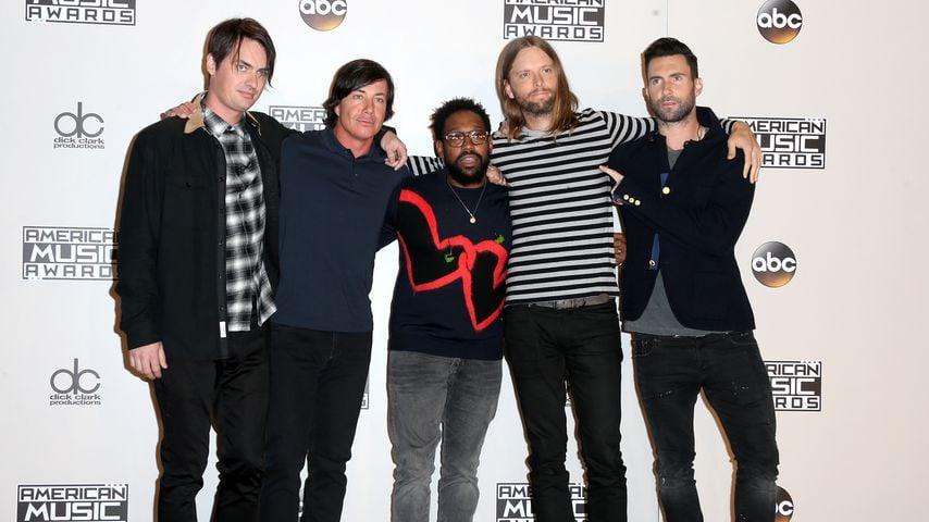 Die Mitglieder von Maroon 5 bei den AMAs 2016