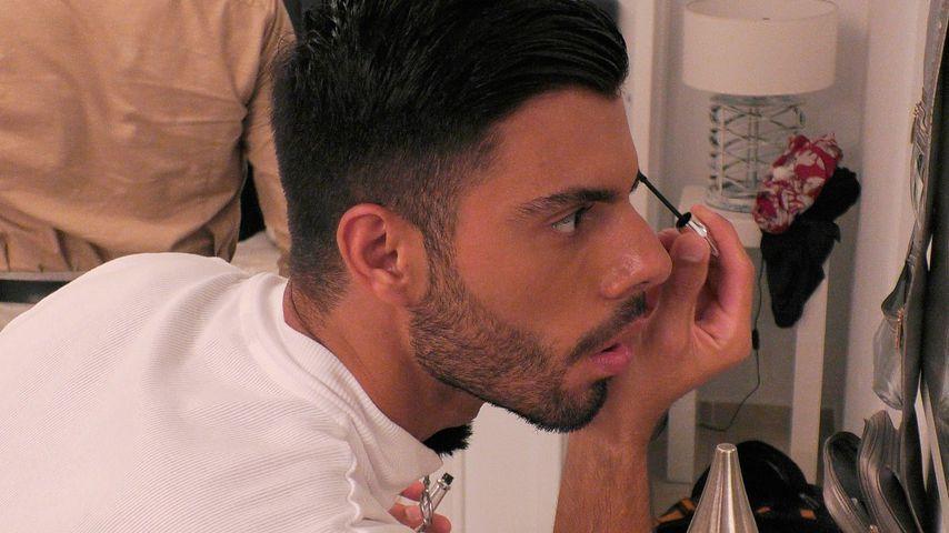 """Martin Angelo beim Schminken in der Sendung """"Prince Charming"""""""