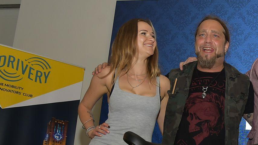 Klinik-Therapie vorbei: Martin Kesici mit Freundin auf Event