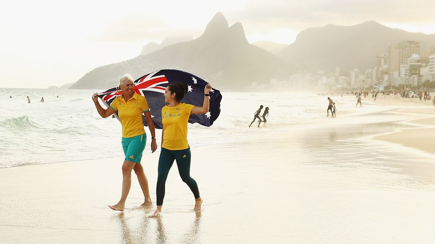 Mary Hanna und Aislin Jones am Strand von Rio