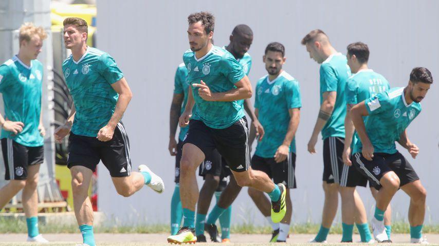 Mats Hummels (Mitte) beim Training mit der Nationalmannschaft