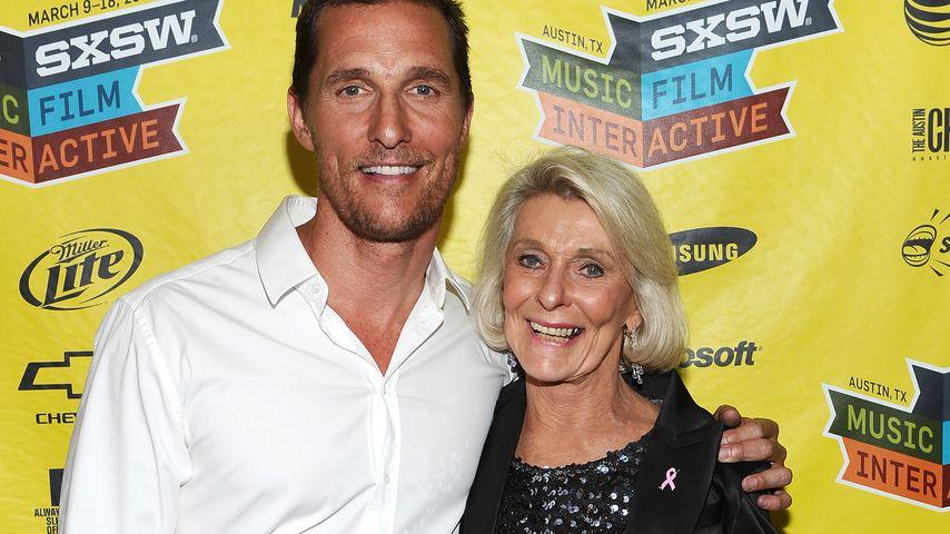Matthew McConaughey mit seiner Mutter Kay in Austin, Texas