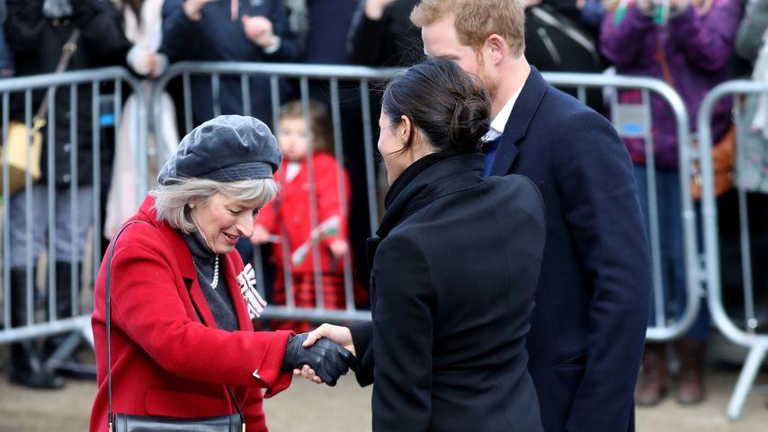 Meghan Markle und Prinz Harry mit einer unbekannten Frau (l.) in Wales