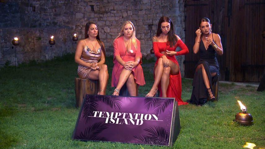 """Meike, Marlisa, Sabine und Alicia beim dritten """"Temptation Island""""-Lagerfeuer"""