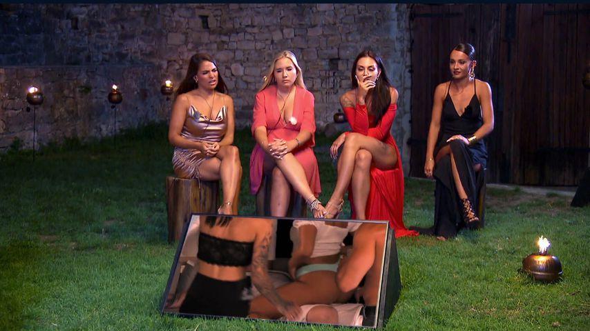 """Meike, Marlisa, Sabine und Alicia beim """"Temptation Island""""-Lagerfeuer"""