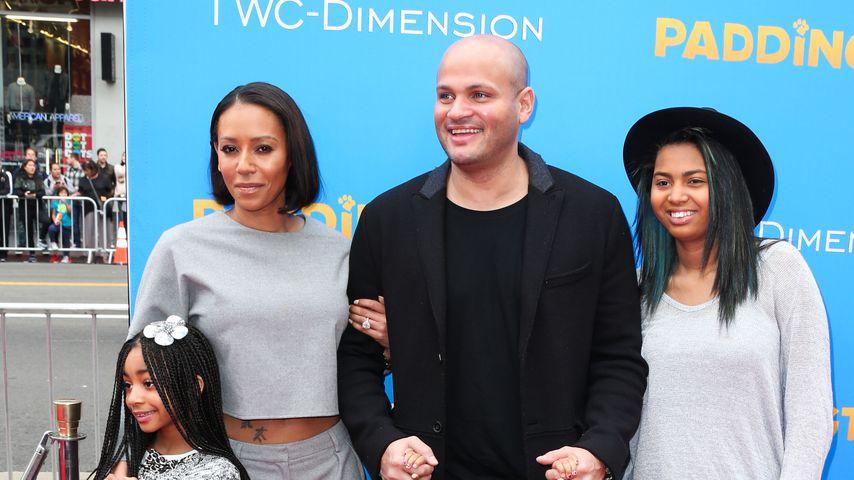 Mel B., Stephen Belafonte und die Töchter Angel, Madison und Phoenix Chi 2015 bei einer Filmpremiere