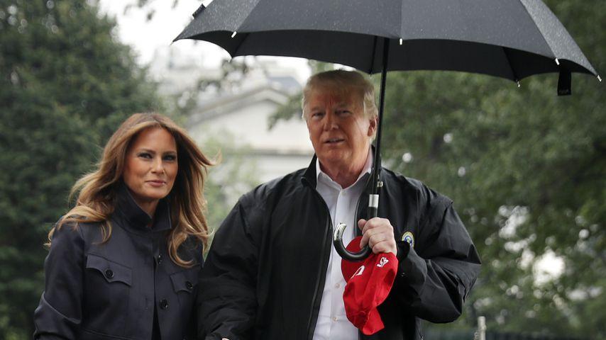 Melania und Donald Trump vor dem Weißen Haus
