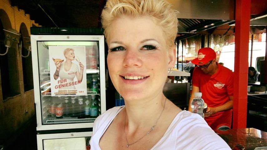 Melanie Müller in ihrer Grillbude